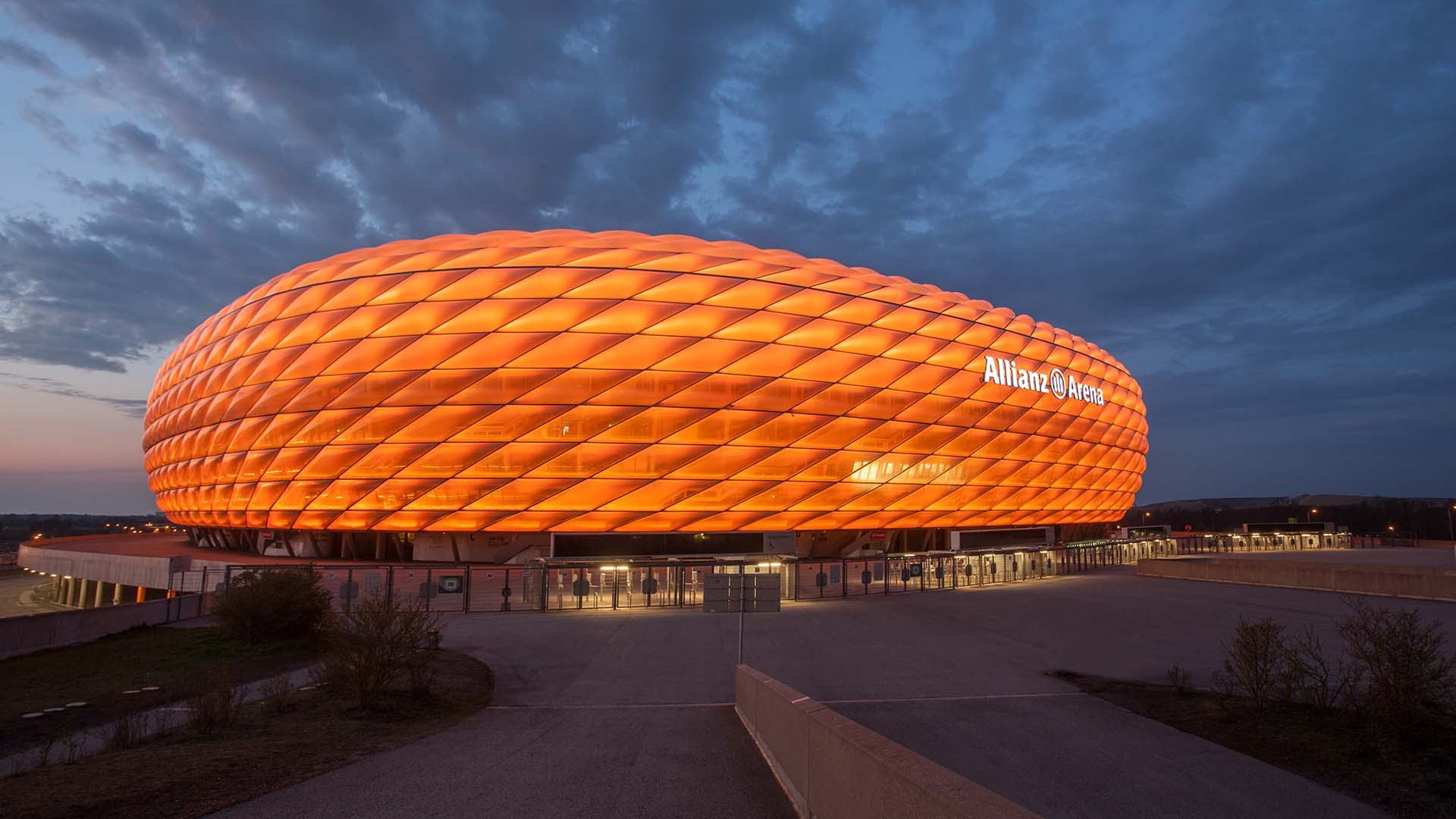 201124_AllianzArena_orange_duc.jpg